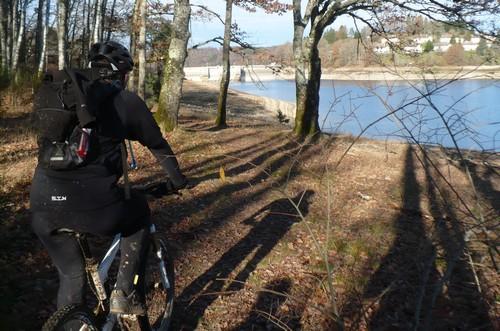 12 mur du barrage de saint etienne cantales